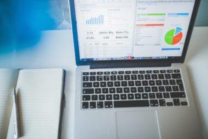 laptop z załadowanym MS Excel